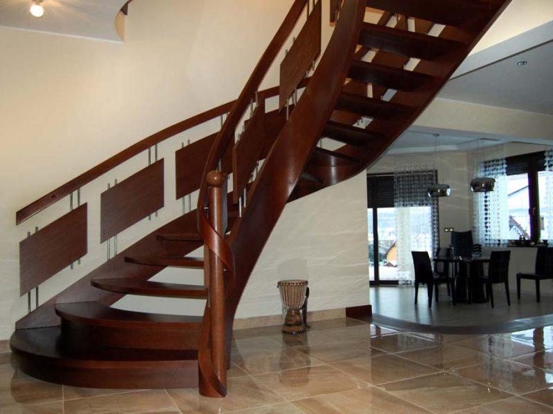 Piękne schody zabiegowe drewniane –  czy warto?